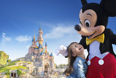 Disneyland® Paris Europas största nöjespark lite utanför Paris, med karuseller och parader och egna Disneyland® Parishotell.Öppetider: året om.
