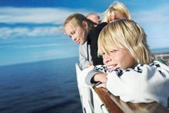 Billig ferie til SverigeSpecialpris på Stena Line færgebilletten. Få en retur med en bil + 5 personer for kun 680,- Bestil dit weekendophold til Sverige allerede i dag.