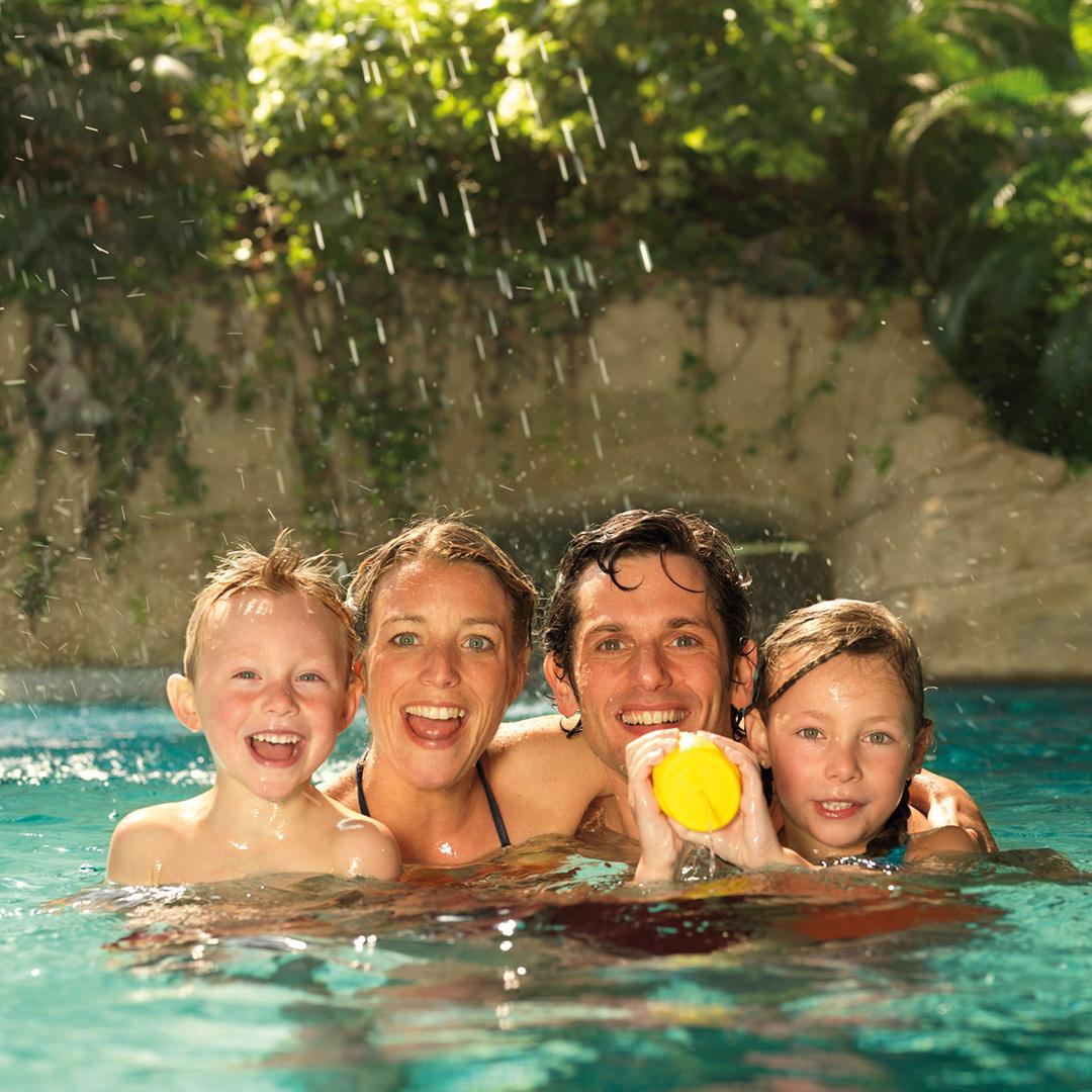 Badespass und ErlebnisseLaden Sie die ganze Familie zu einer Reise in eines unserer Freizeitbäder ein. Hier sind Badespass und Erlebnisse für Kinder jeden Alters garantiert.