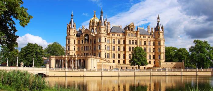 Mecklenburg-VorpommernBesuchen Sie Mecklenburg-Vorpommern, das eine Vielzahl an Sehenswürdigkeiten, Attraktionen und wunderschöne Natur bietet.