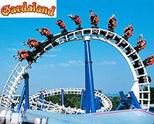 Gardaland Italiens största nöjespark vid Sirmone och Gardasjön. Äventyrsland, delfin- och hästshower, attraktioner och temabyar. Öppetider: mars - januari.
