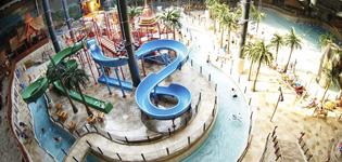Lalandia Billund Skandinavias største Aquadome med tropiskt badeland, innendørs- og utendørsbasseng og mange aktiviteter, bl.a skibakke, klatrevegg og flere restauranter. Åpningstider: hele året.