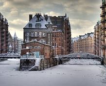 Storbyen Hamburg.Her findes der mange markeder med forskellige temaer at vælge imellem. Vælg det som passer præcist til dig. Julemarked: 19/11-31/12.