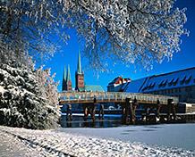 Viihtyisä LyypekkiJoulumarkkinat raatihuoneen torilla kerrotaan pidetyn ensimmäisen kerran yli 350 vuotta sitten. Joulumarkkinat: 21/11-30/12.