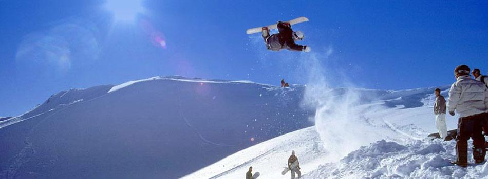 Skiferie i ØstrigLænges du efter nyfaldent sne, idylisk landskab og præparerede pister? Østrig er uden tvivl en stort skiland som tilbyder varieret skiløb på en lang sæson. Her finder du et stort forbundne ski-system med en peak på næsten 4.000 meter. Hellere til langrend? Der er over 1200 km længde spor.