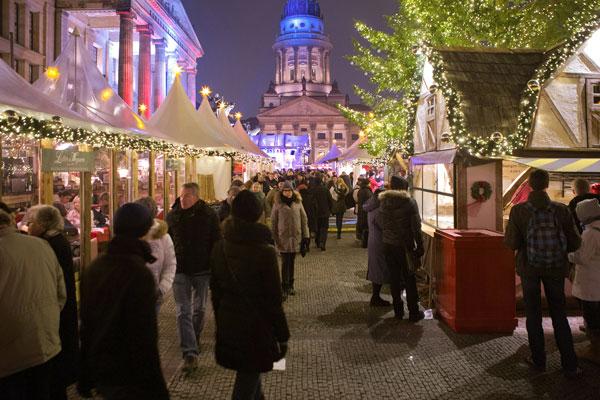Pääkaupunki BerliiniPääkaupunkiBerliini voi ylpeillä useilla joulumarkkinoilla- tulevana jouluna niitä on yli60 paikassa. Joulumarkkinat: 21/11-27/12.