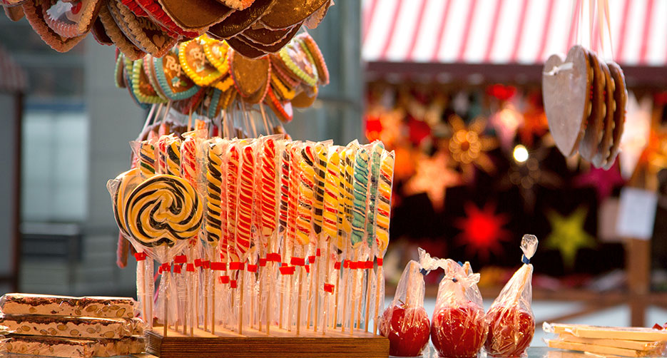 KostaSveriges hyggeligste julemarked.Julemarkedet indrammes af en af Europas største lysinstallationer med 2 millioner julelys, der glimter og skaber julestemning Julemarked: 10/11-30/12