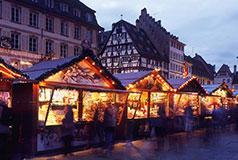 StrasbourgDen store julemarked i Strasbourg strammer helt tilbage fra 445. år, hvilket gør det til et af de ældste ikke kun i Frankrig - men i hele verden.Julemarked: 23/11-30/12