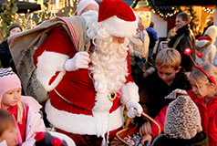 Julemarked i AalborgAalborg er af Dansk Julemands Laug kåret som Årets Juleby 2016, bl.a. på grund af den eventyrlige stemning, der er på Gammeltorv. Jul i Aalborg: 16/11-23/12.