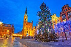 Spændende GdanskFor 17. gang finder åbner Julemarked i Gdansk. Her findes mere end 60 festligt dekorerede boder, hvor du vil være i stand til at finde gaver til dine kære. Julmarked i Gdansk: 5/12-23/12